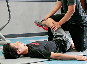 縮んだ筋肉を伸ばす